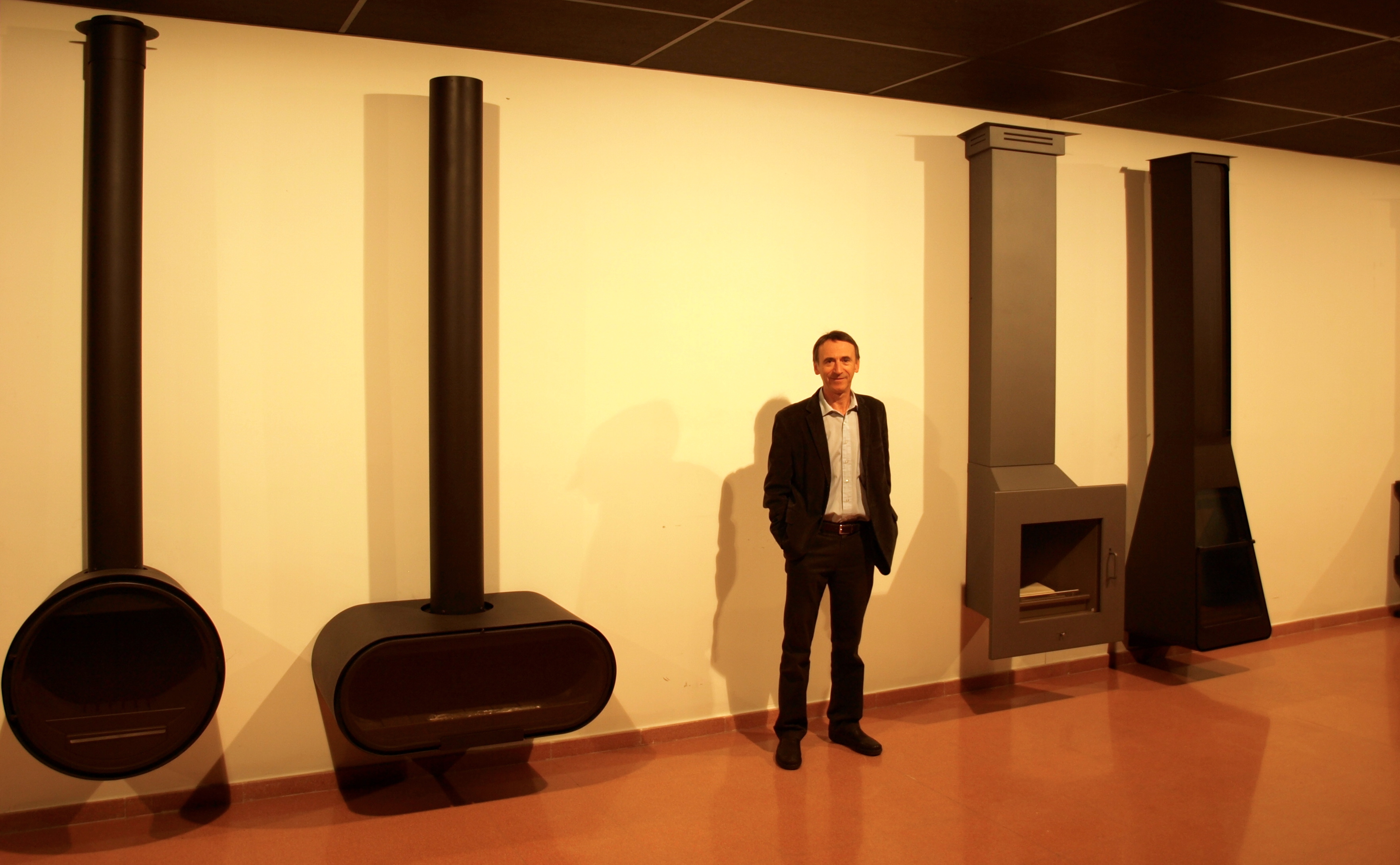 Ramón Roca, junto a cuatro de sus creaciones de la serie D