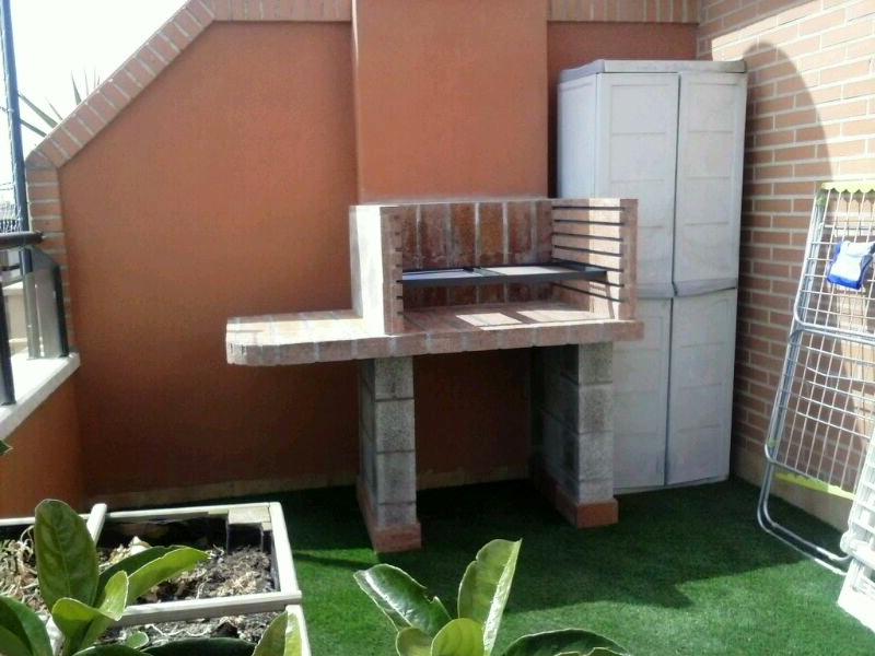 Una barbacoa en la terraza de un tico chimeneas s nchez - Barbacoas para terrazas ...